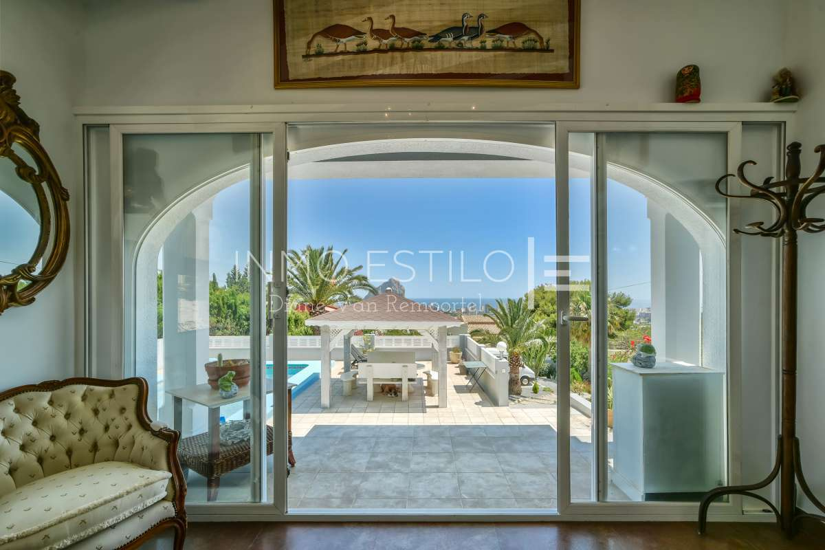 Villa with panoramic views of the sea and the Peñón